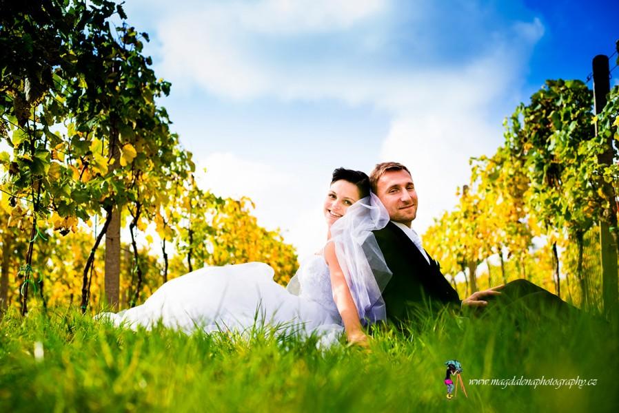 Svatba ve valtickém vinohradu svatebbní fotografka Magdalena photography